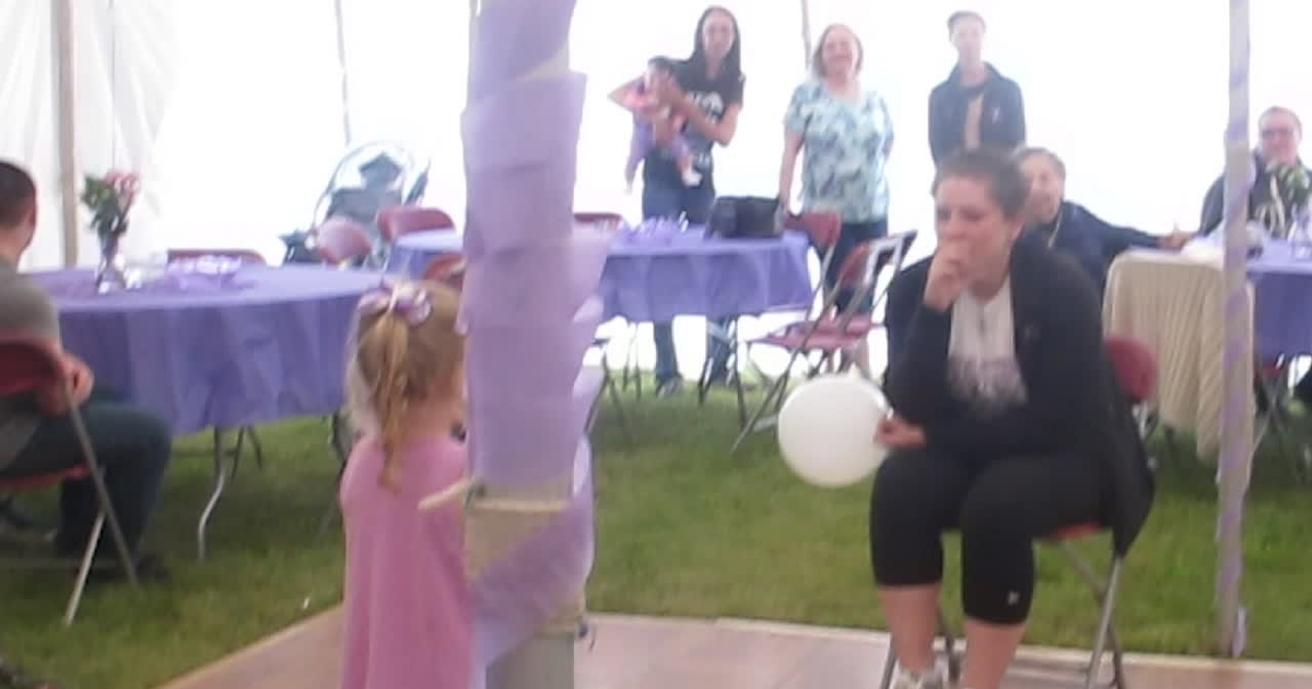4-year-old girl singing to inspire her mother who's fighting cancer.